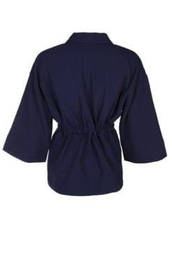 Marin färgad Kimono Zarah från Kriss med snygg knyt i midjan